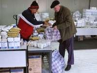Nevoiaşii din Cavnic au primit ieri ajutoarele alimentare de la UE, care trebuiau să vină de Crăciun