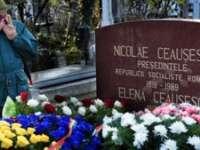 Nostalgicii regimului comunist s-au adunat la mormântul lui Nicolae Ceauşescu