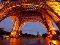 Nouă români arestaţi la Paris după incidentele dintre suporterii stelişti şi dinamovişti