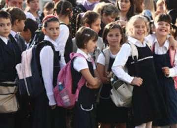 Noul an şcolar a început astăzi pentru aproape 72.000 de elevi maramureşeni