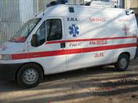 O ambulanţă şi o motocicletă de transport sânge, stropite cu acid într-o parcare din Târgu Mureş