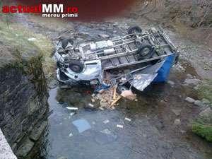 O autoutilitară a plonjat în râul Mara pe DN18 la coborâre de pe Gutâi