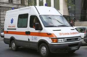 O băimăreancă a ajuns la spital după ce a căzut de la etajul IV