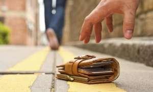 O doamnă de bună credinţă: a găsit o sumă de bani şi a dus-o la poliţie