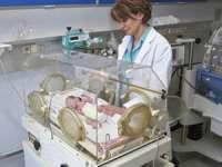 O femeie aflată în moarte cerebrală, menținută artificial în viață două luni, a născut un copil sănătos