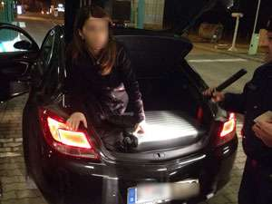 O maramureşeancă a vrut să iasă ilegal din ţară, ascunsă în portbagajul unei maşini