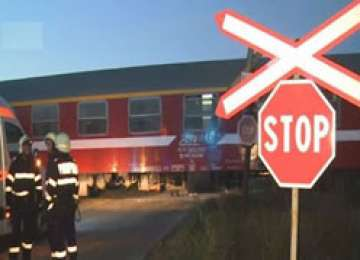 O maşină a fost lovită de tren în Petrova