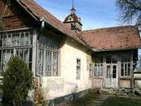 O sticlă cu un document vechi, descoperită în fundația casei memoriale Iuliu Maniu din Sălaj