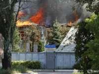 O sută de deținuți au evadat dintr-o închisoare din Donețk, avariată de tiruri de artilerie