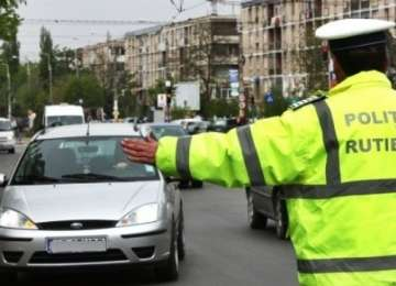 O zi plină! Poliţiştii rutieri au dat peste 100 de sancţiuni într-o singură zi