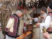Obiceiuri şi tradiţii de Sfântul Ioan: Cine nu se veseleşte astăzi, va fi trist tot anul