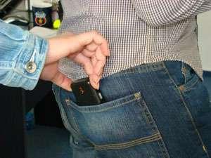 Ocna Şugatag: Prins de poliţişti şi cercetat pentru furtul unui telefon mobil