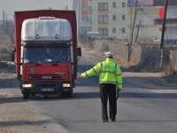 Şoferii cu staţii de emisie-recepţie, verificaţi de poliţişti