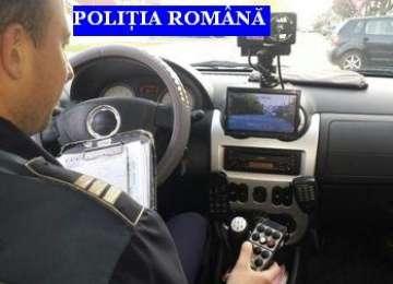 Şoferii depistaţi cu viteză excesivă, sancţionaţi de poliţişti. 19 permise reţinute