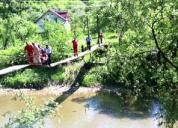 Oficialităţile caută soluţii pentru familiile izolate din Bârsana