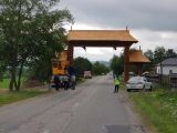 ONCEȘTI - De astăzi se poate admira cea mai mare poartă maramureşeană din România