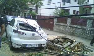 Opt persoane au fost rănite în urma furtunii din Bucureşti