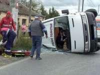 Opt persoane rănite într-un accident de microbuz in timp ce se întorceau de la Moaştele Sf. Parascheva