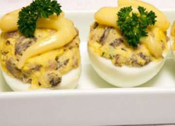 Ouă umplute cu ciuperci