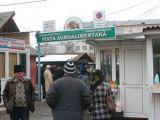 Pachete cu ţigări confiscate de poliţişti sigheteni şi băimăreni din pieţele agroalimentare