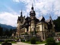 Palatul Parlamentului, Castelul Peleş şi Mircea Dinescu prezentate la Travel Channel