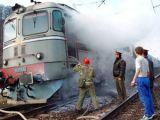 PANICĂ - Locomotivă în flăcări în Leordina. Circulația feroviară este întreruptă