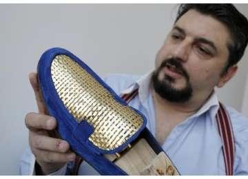 Pantofi din aur, opera unui meșter artizan italian