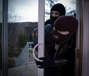 Patru maramureşeni cercetaţi pentru comiterea unui furt din locuinţă, cu un prejudiciu de 7.800 de lei