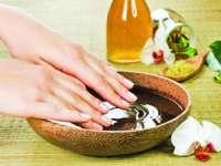 Patru sfaturi pentru îngrijirea mâinilor în sezonul cald