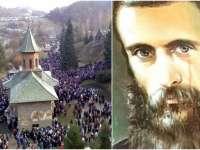 Pelerinaj impresionant la Prislop, la Sfântul Ardealului. Astăzi se împlinesc 28 de ani de la moartea părintelui Arsenie Boca
