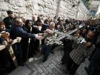 Pelerini din toate colțurile lumii participă la Ierusalim la procesiunile din Vinerea Mare