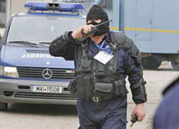 PERCHEZIŢII la locuinţa unor sigheteni suspectaţi de contrabandă. 6.900 pachete de țigări au fost confiscate