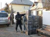 PERCHEZIŢII: Mascaţii au găsit 39 baxuri cu ţigări în casa unui sighetean din Cearda