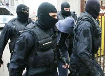 PERCHEZIŢII: Mascaţii DIICOT au descins la adresele mai multor contrabandişti din Sighet şi Remeţi