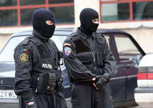 Percheziţii în Maramureş. Aproximativ 30 de persoane au fost conduse la audieri