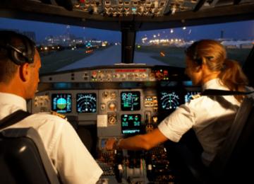 PERIPEȚII ÎN TIMPUL UNEI CURSE între Londra și Mumbai - Pilotul și-a PĂLMUIT iubita, care era copilot