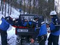 Persoană căzută la o distanţă de apoximativ 6 metri de pârtia Şuior, salvată de jandarmii montani