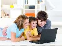 Persoanele cu copii petrec pe Facebook mai mult timp decât ceilalți adulți