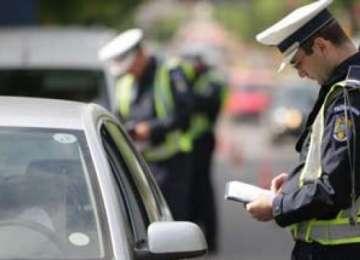 Peste 150 de sancţiuni contravenţionale aplicate ieri de poliţiştii rutieri