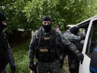 Peste 150 metri cubi de lemn şi două arme au fost confiscate în urma percheziţiilor desfăşurate ieri în Maramureş şi alte trei judeţe