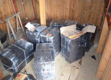Peste 7.000 pachete cu ţigări de contrabandă ascunse într-un autoturism și la domiciliul unei persoane din Sarasău