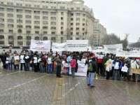 Peste o mie de oameni au protestat duminica în Piața Constituției pentru conversia în lei a creditelor în valută
