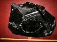 Pistol cu aer comprimat, descoperit în poşeta unei tinere din Ucraina de către polițiștii de frontieră