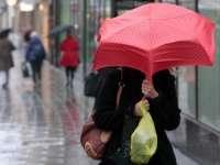 Ploi abundente și intensificări ale vântului în toată țara, până vineri seară