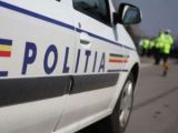 POLIŢIA: Fără permis la volan, a accidentat un pieton şi a părăsit locul faptei