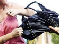 POLIŢIA: Femeie atacată în plină stradă de un tânăr