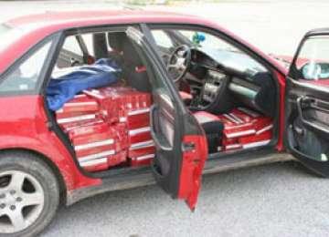 POLIŢIA: Maşină burduşită cu ţigări de contrabandă depistată la Sighetu Marmaţiei