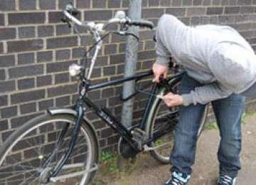 POLIŢIA: Minori prinşi după ce au plecat la plimbare cu bicicleta altuia