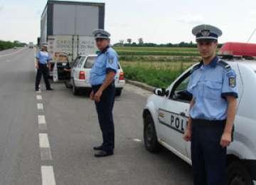 POLIŢIA: Participanţi la traficul rutier sancţionaţi ieri cu amenzi de peste 10 000 de lei