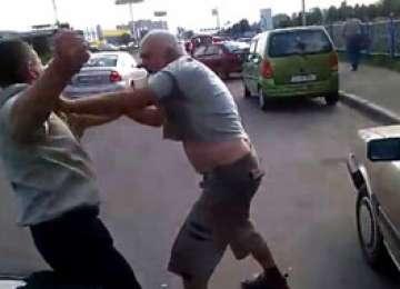 POLIŢIA: Persoane cercetate pentru tulburarea liniştii publice şi lovire sau alte violenţe